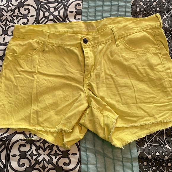 Old Navy Pants - Neon Yellow Old Navy Diva Shorts